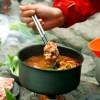 Experimentează gătitul în camping